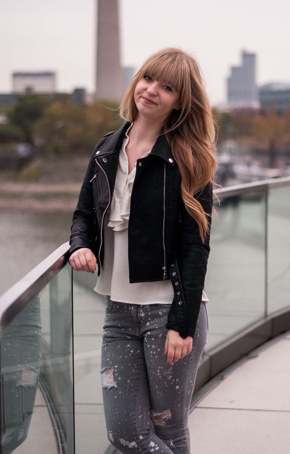 how-to-wear-ankle-boots-buffalo-black-leather-jacket-for-autumn-blouse-zara-destroyed-jeans-grey-4