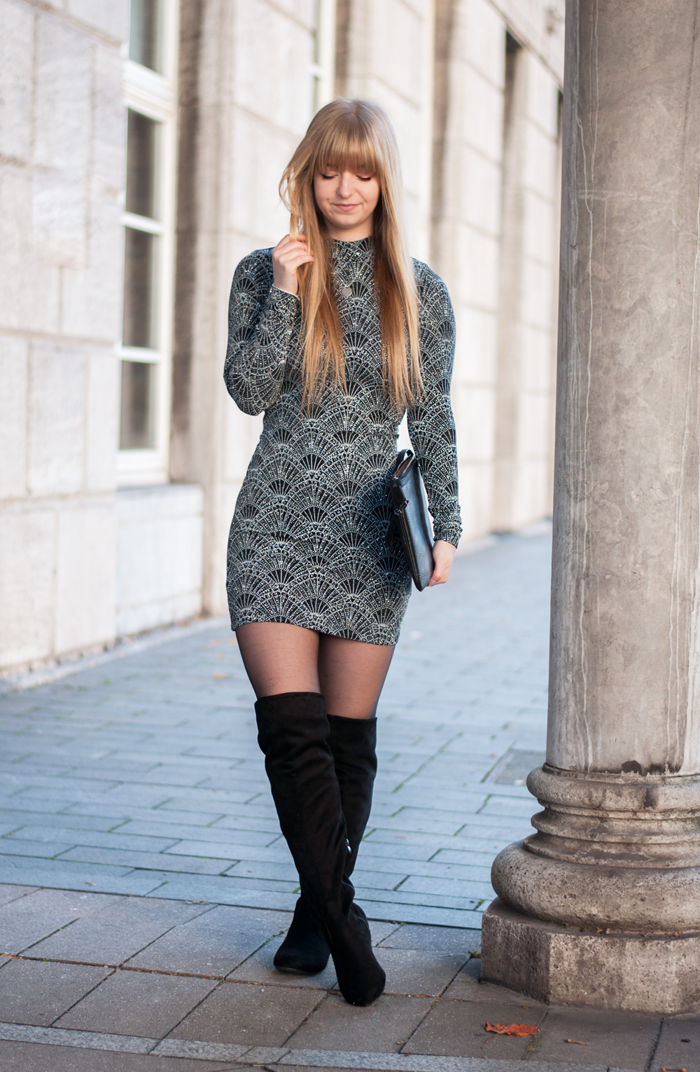 bodycon-dress-christmas-outfit-xmas-look-inspiration-winter-backless-sequin-glitter-sparke-black-overknees-modeblog-duisburg-nrw-1