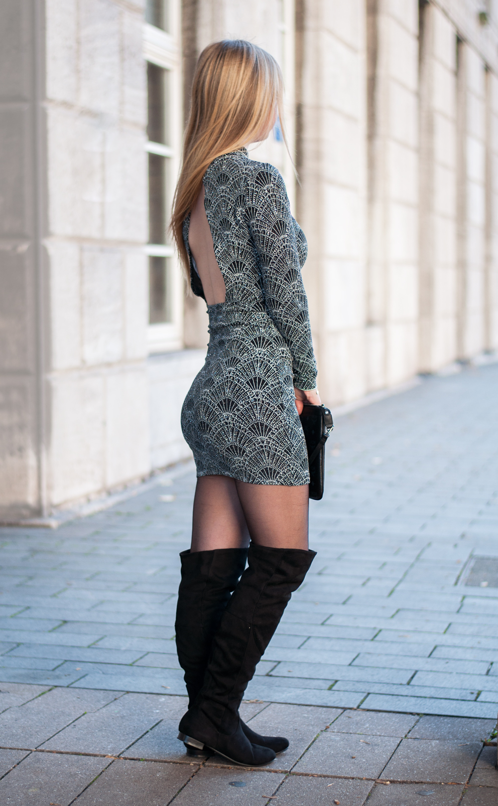 bodycon-dress-christmas-outfit-xmas-look-inspiration-winter-backless-sequin-glitter-sparke-black-overknees-modeblog-duisburg-nrw-3