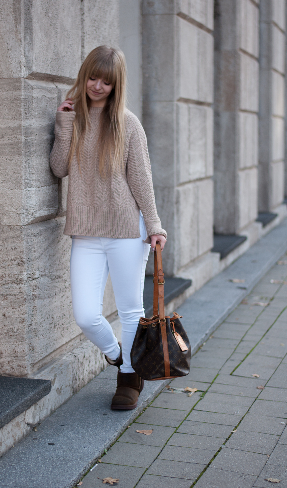 winter-outfit-cozy-look-fashionblogger-modeblog-knitwear-ugg-boots-camel-beige-louisvuitton-sac-noe-ootd-duisburg-nrw-1