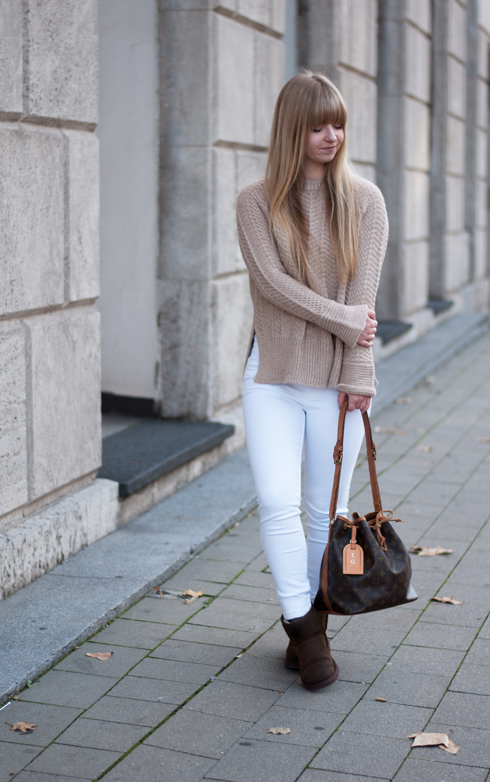 winter-outfit-cozy-look-fashionblogger-modeblog-knitwear-ugg-boots-camel-beige-louisvuitton-sac-noe-ootd-duisburg-nrw-2