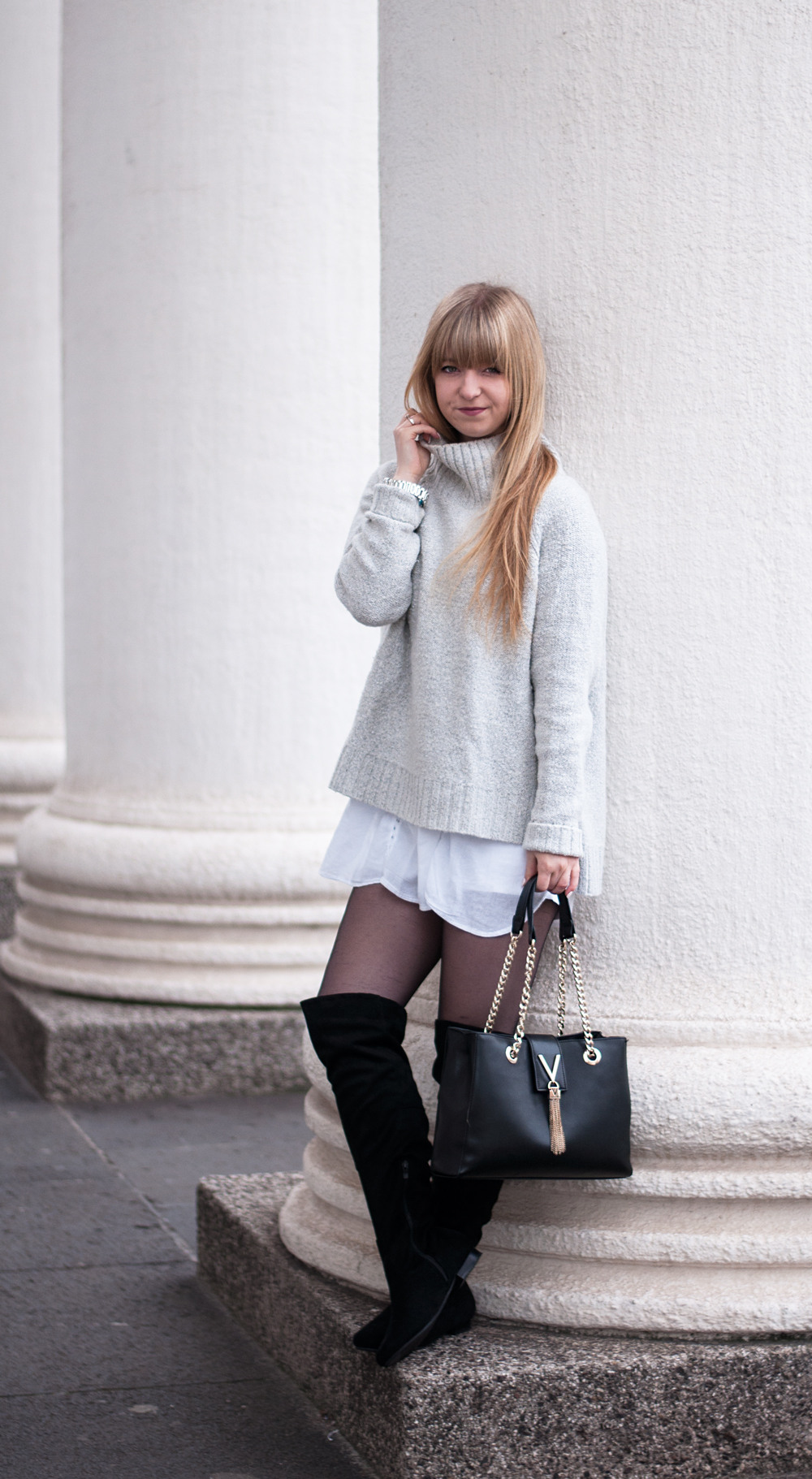 fashion-blogger-modeblogger-duisburg-layering-winter-outfit-look-cozy-turtleneck-sweater-overknee-boots-valentino-bag-2
