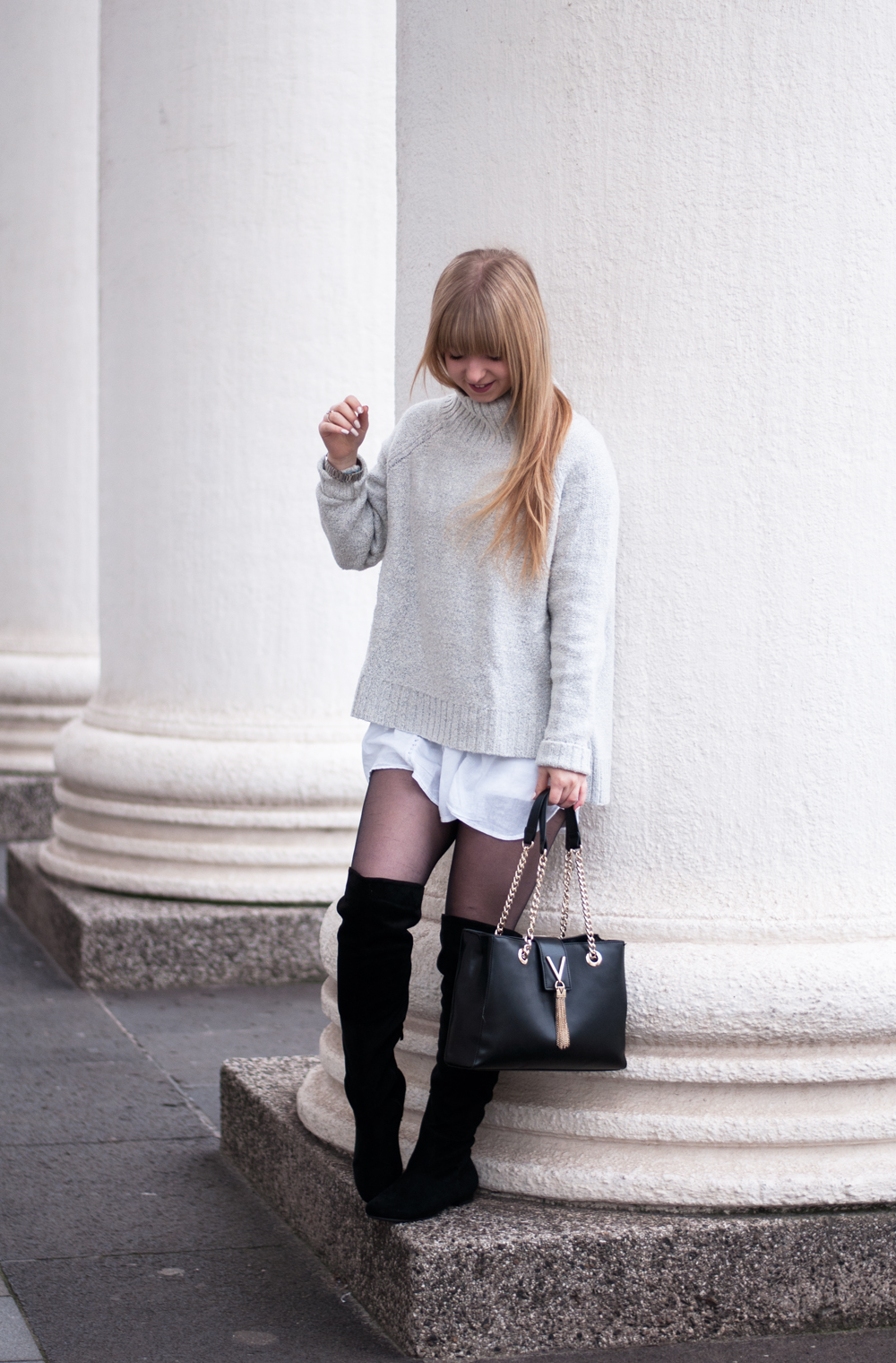 fashion-blogger-modeblogger-duisburg-layering-winter-outfit-look-cozy-turtleneck-sweater-overknee-boots-valentino-bag-3