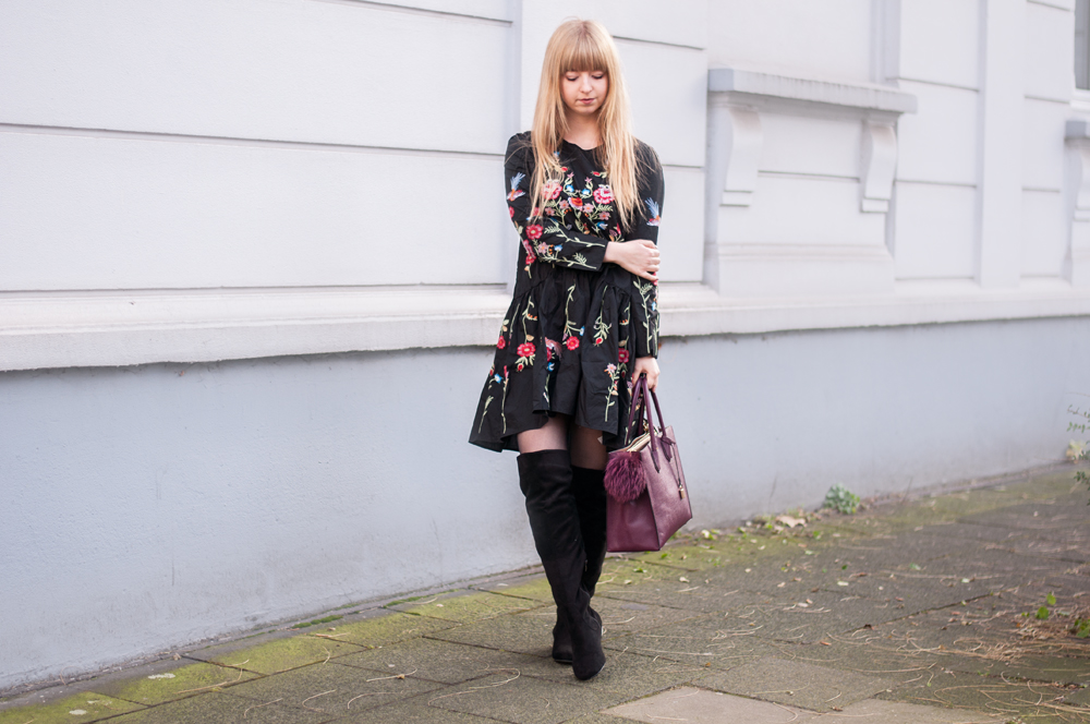 OUTFIT: BLACK FLORAL DRESS WITH OVERKNEES