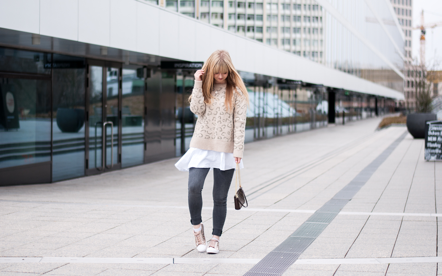 OUTFIT: LEOPARD SWEATER & ROSEGOLD SNEAKER