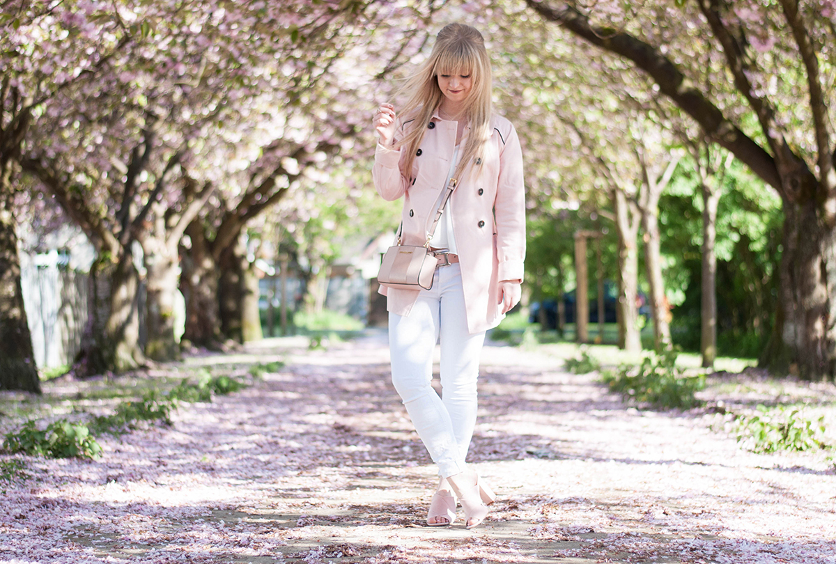 HOW TO WEAR: A PINK TRENCHCOAT