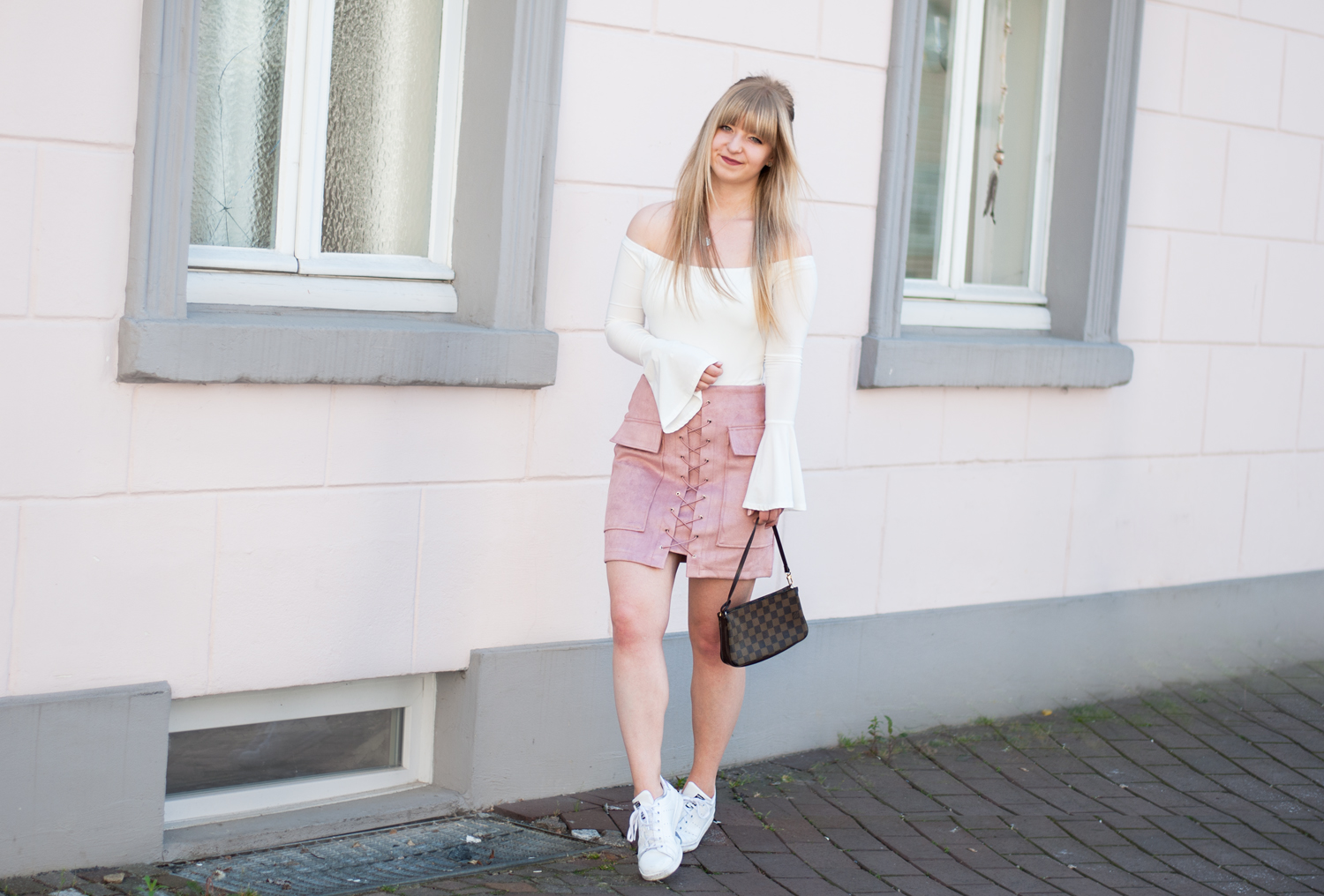HOW TO WEAR: PINK LACE-UP SKIRT