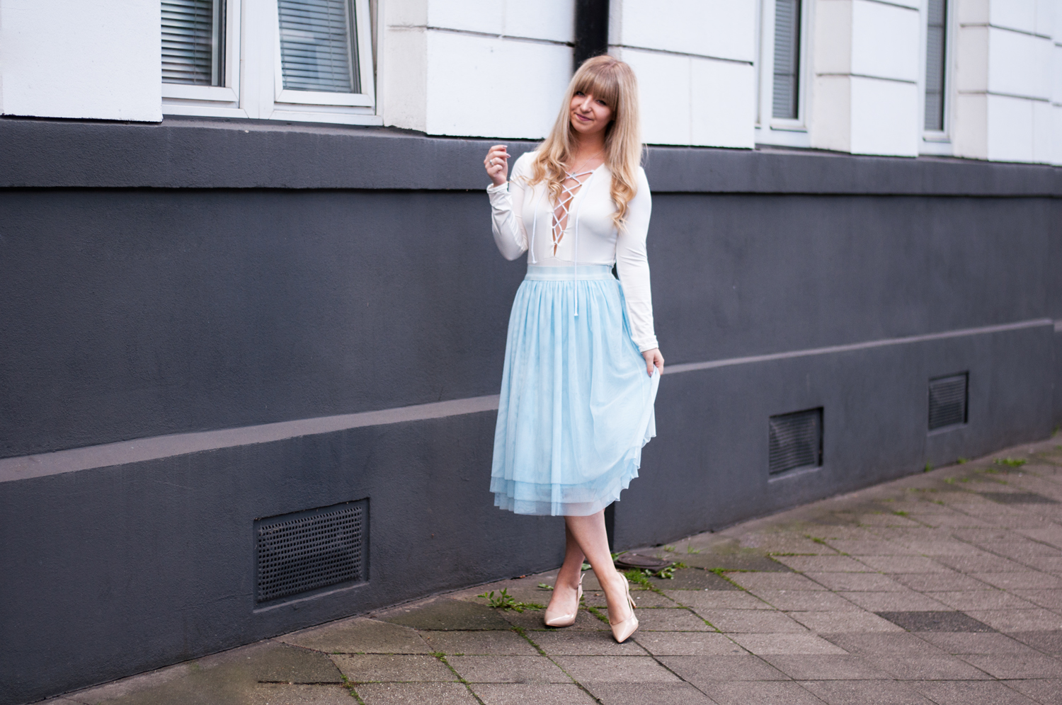 SPRING OUTFIT: MINT TULLE SKIRT AND LACE-UP BODY