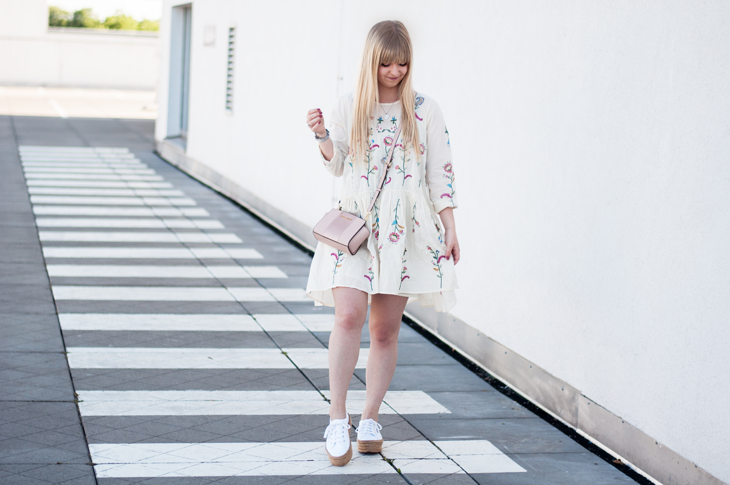 OUTFIT: EMBROIDERED FLOWER DRESS