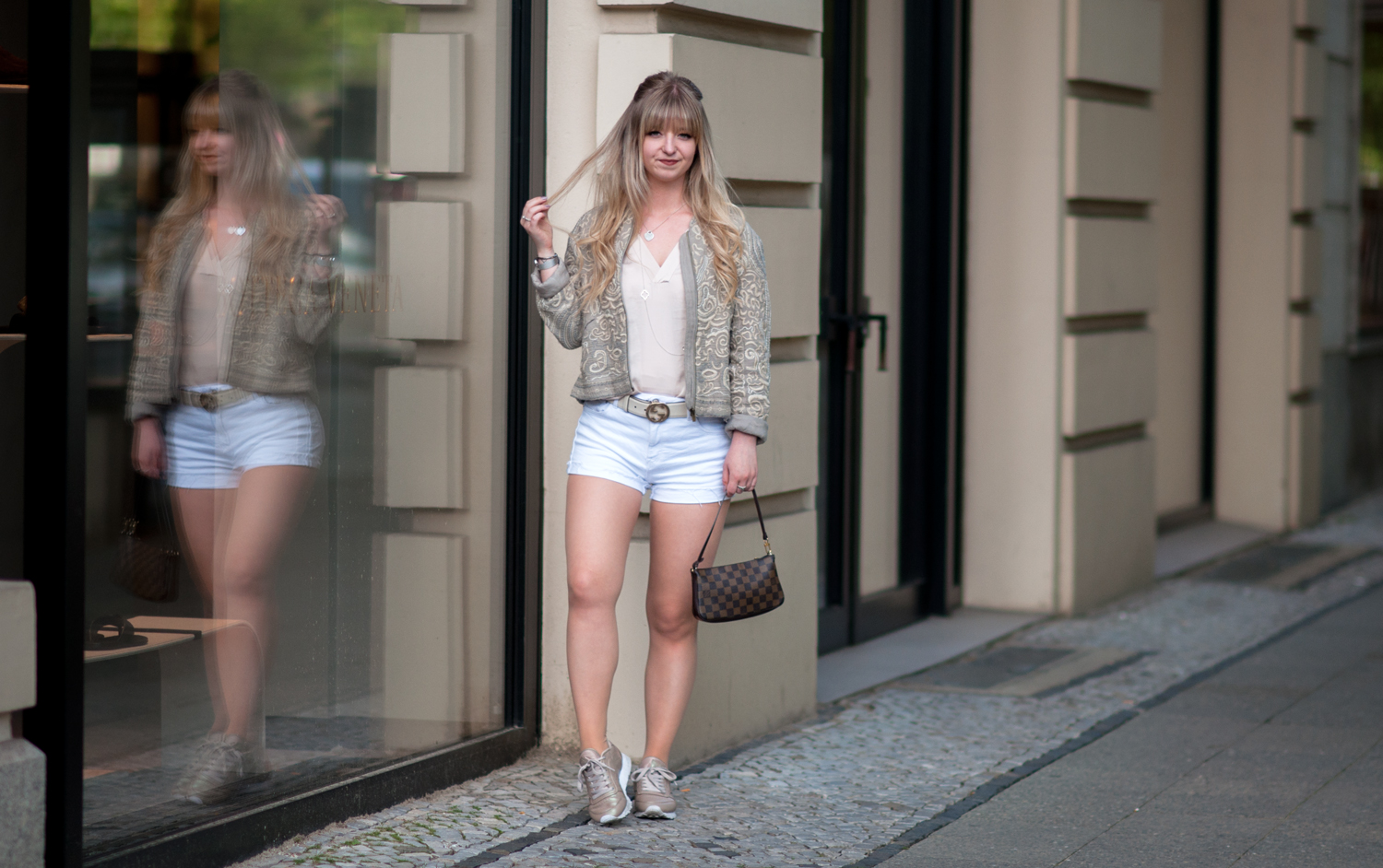 OUTFIT: NUDE BOMBER-JACKET WITH WHITE SHORTS