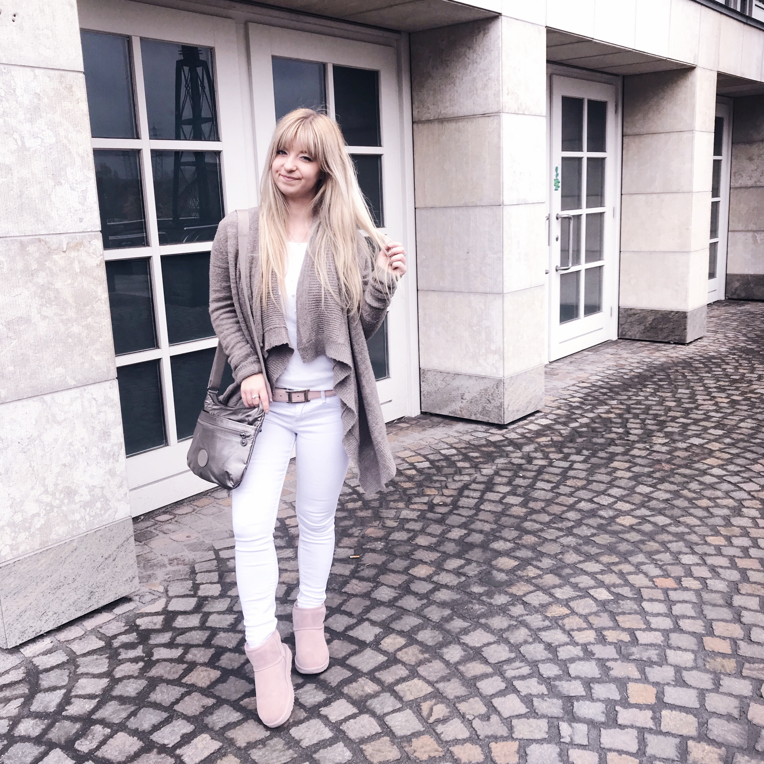 COZY OUTFIT: WHITE & BEIGE