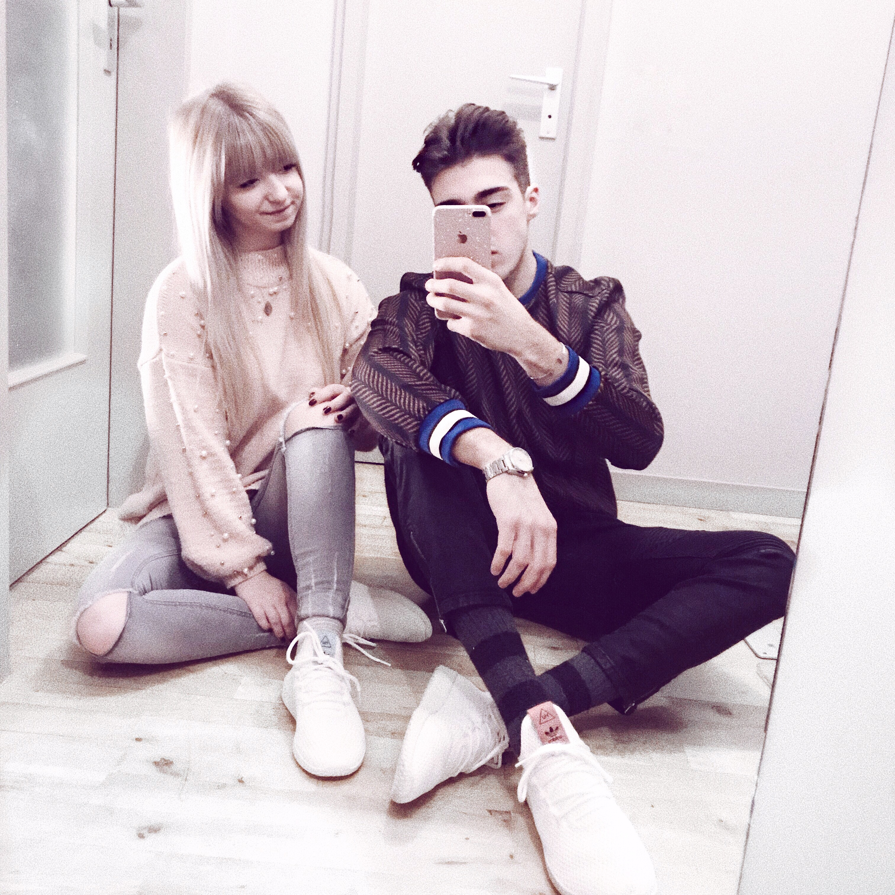 COUPLE LOOK: WHITE SNEAKERS