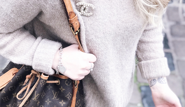 OUTFIT: COZY SWEATER & CHANEL BROOCH